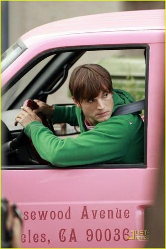 Jennifer Garner Kisses Ashton Kutcher On 'Valentine's Day' set
