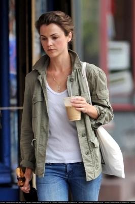 Keri takes a walk through Brooklyn - 30 August
