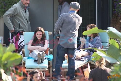 Kristen Stewart and Sarah Clarke filming FL scene