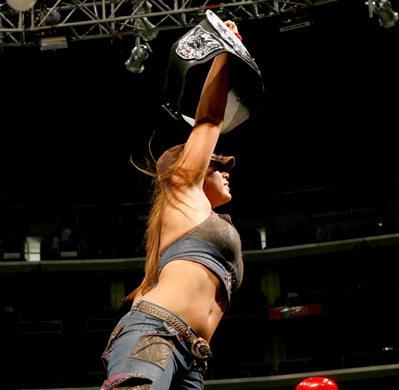 Mickie James डब्ल्यू डब्ल्यू ई Divas Champion
