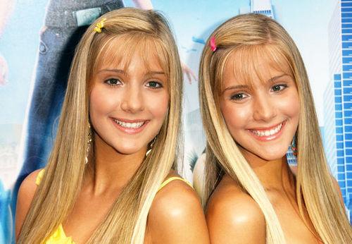 Milly & Becky! Picture taken bởi ustjaredjr.buzznet.com