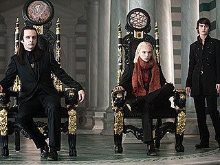 और तस्वीरें of the Volturi