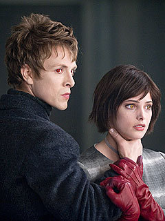 New Moon-Alice and Demitri