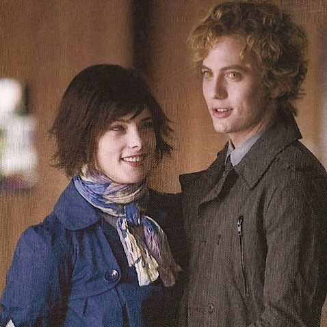 New Still: Alice and Jasper