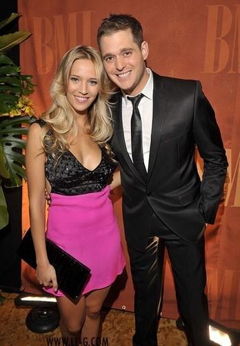 Nuevas fotos de Luisana en la 57 entrega de los premios pop BMI junto a su nuevo novio Michael Buble