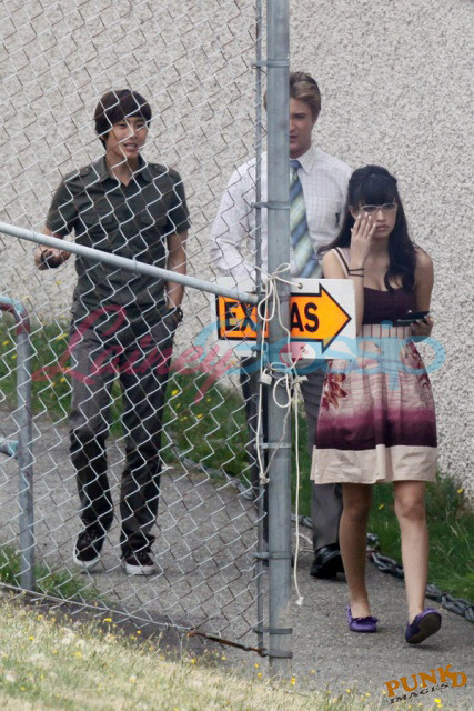http://images2.fanpop.com/images/photos/7900000/On-Set-Eclipse-christian-serratos-7962868-427-640.jpg