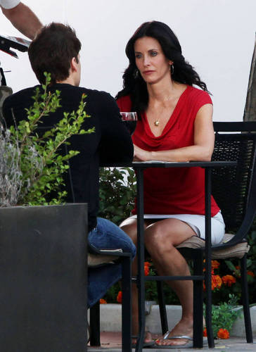 Cougar Town wallpaper entitled On the set 1/9/09