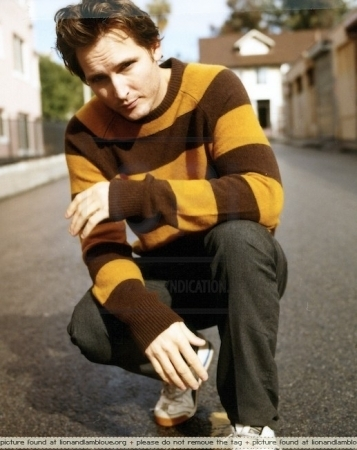 http://images2.fanpop.com/images/photos/7900000/Peter-Facinelli-twilight-series-7911229-357-450.jpg