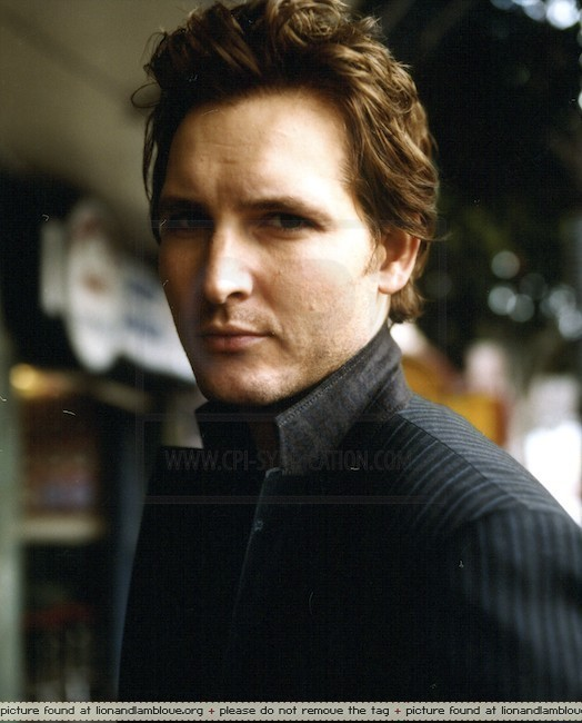 http://images2.fanpop.com/images/photos/7900000/Peter-Facinelli-twilight-series-7956060-524-650.jpg