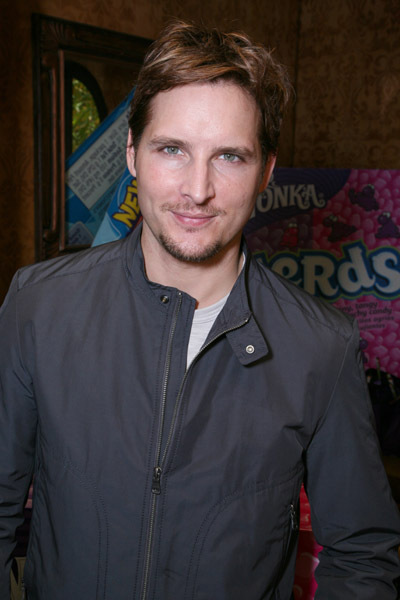 http://images2.fanpop.com/images/photos/7900000/Peter-Facinelli-twilight-series-7956451-400-600.jpg