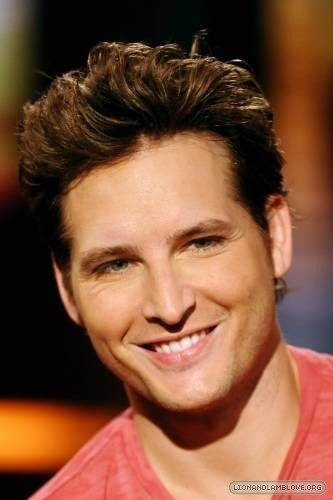 http://images2.fanpop.com/images/photos/7900000/Peter-Facinelli-twilight-series-7956571-333-500.jpg