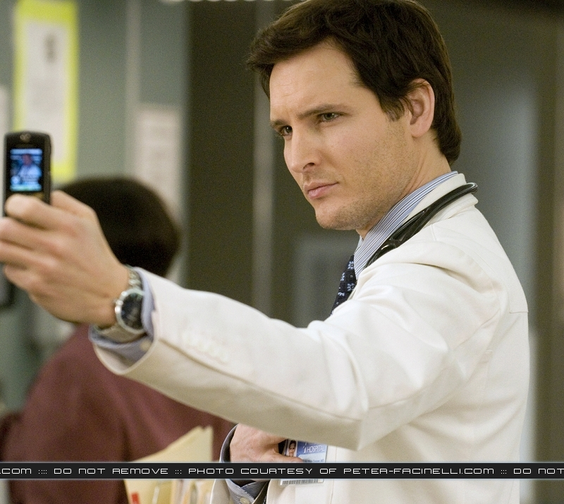 http://images2.fanpop.com/images/photos/7900000/Peter-Facinelli-twilight-series-7956613-800-714.jpg