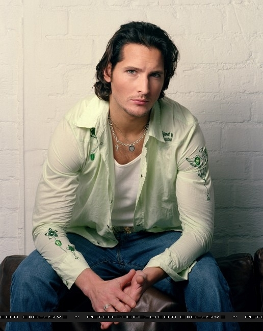 http://images2.fanpop.com/images/photos/7900000/Peter-Facinelli-twilight-series-7956659-516-650.jpg