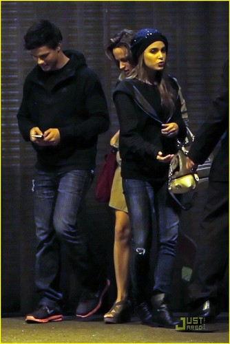 Robert Pattinson & Ashley Greene: Boneta Bunch