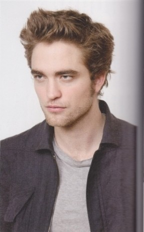 http://images2.fanpop.com/images/photos/7900000/Robert-Pattinson-twilight-series-7955438-287-460.jpg