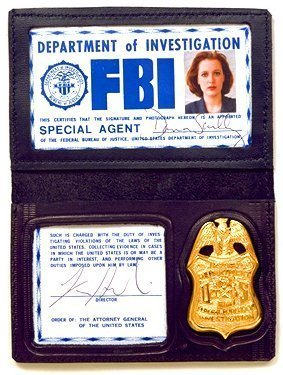 The X-Files fond d'écran entitled Scullys Badge & ID