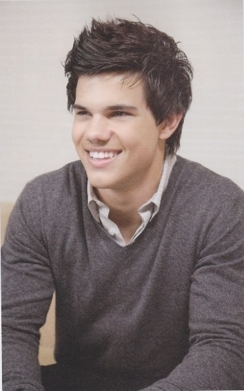http://images2.fanpop.com/images/photos/7900000/Taylor-Lautner-twilight-series-7955401-354-568.jpg