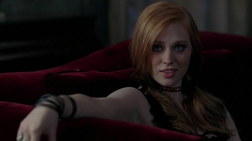 Deborah Ann Woll fondo de pantalla probably with bare legs, a drawing room, and a sofá entitled True Blood (1.12): You'll Be the Death of Me