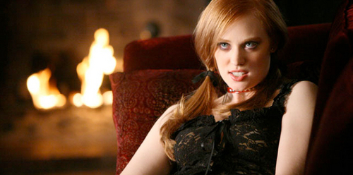 Deborah Ann Woll 壁紙 possibly with a カクテル dress, a fire, and a 火災, 火 entitled True Blood S2 Still