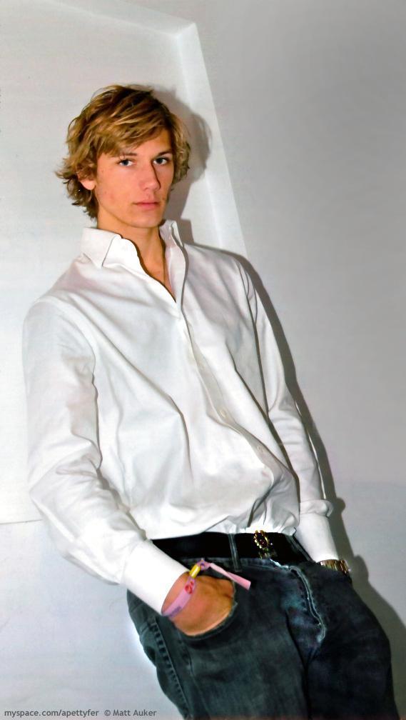 alex pettyfer model pictures. alex pettyfer (L)