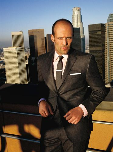 Jason Statham پیپر وال containing a business suit, a suit, and a three piece suit called jason statham