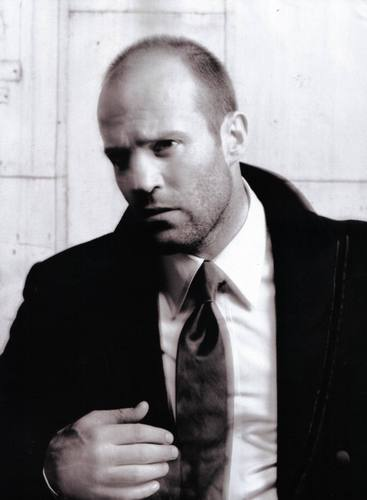 Jason Statham karatasi la kupamba ukuta containing a business suit called jason statham