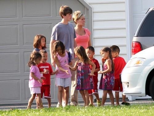 kates body gaurd took his family to kates house