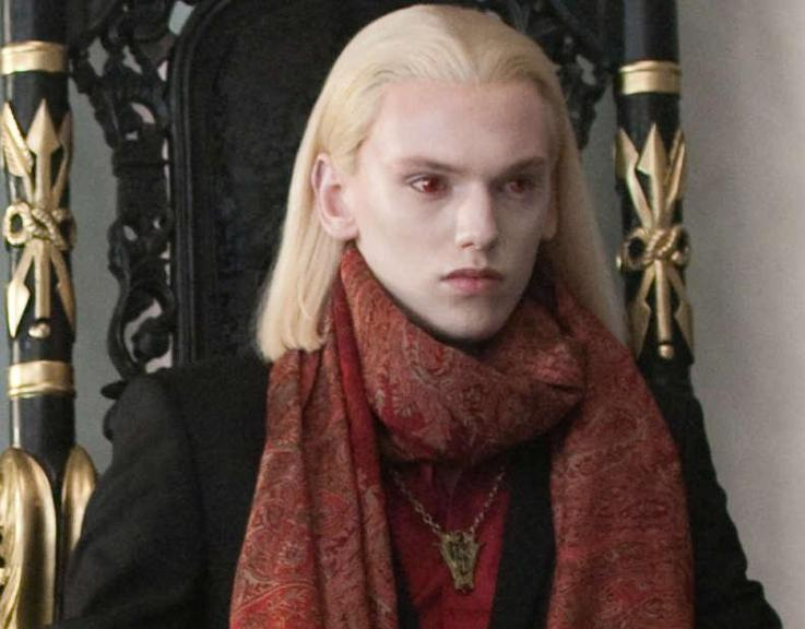 http://images2.fanpop.com/images/photos/7900000/new-moon-volturi-twilight-series-7915668-737-576.jpg