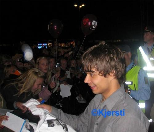Alex meeting fans after the concert in Skien