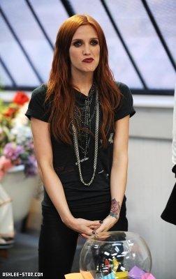 Ashlee appearing on Alexa Chung's onyesha