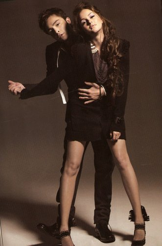 Blair & Chuck wallpaper with a hip boot, a well dressed person, and a legging called EL scans from ELLE KOREA magazine