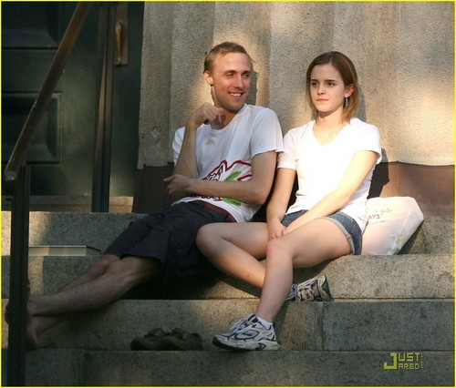 Emma Watson & chim giẻ cùi, jay Barrymore: Brown Buddies