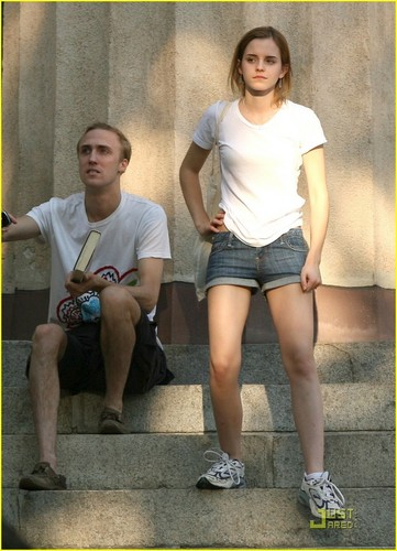 Emma Watson & jay Barrymore: Brown Buddies
