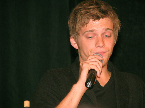 Jake Abel fondo de pantalla possibly with a concierto titled Jake