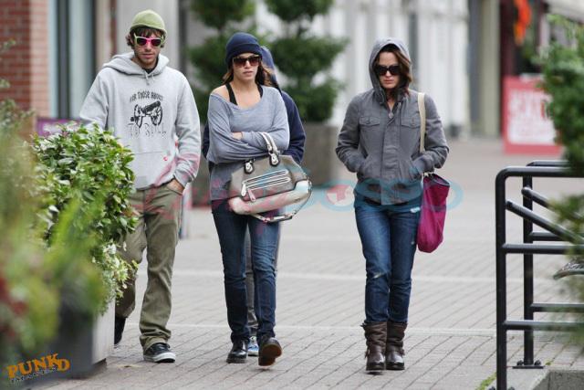 Nikki, Kristen & Elizabeth in Vancouver