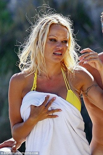 Pamela Anderson Looking Rough