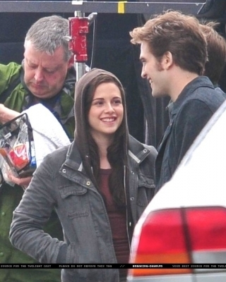 Robert Pattinson Kristen Stewart on Rob   Kristen On Eclipse Set   Robert Pattinson And Kristen Stewart