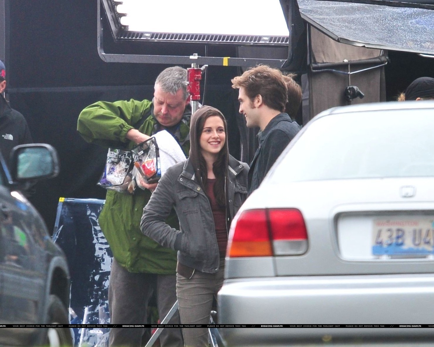 http://images2.fanpop.com/images/photos/8000000/Rob-kristen-on-the-set-of-Eclipse-yesterday-twilight-series-8080087-1479-1184.jpg