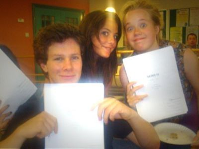 Skins پیپر وال titled Skins Cast [S4-Behind The Scenes]