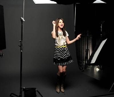 selena falling down the фото shoot