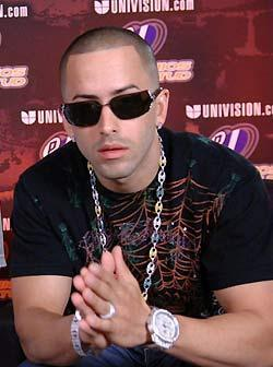 Wisin y Yandel 壁纸 containing sunglasses titled yandel