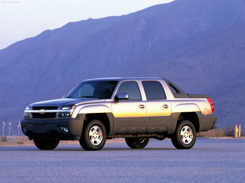 Chevrolet achtergrond containing a strand wagon and a sedan titled Chevrolet Avalanche (2002)
