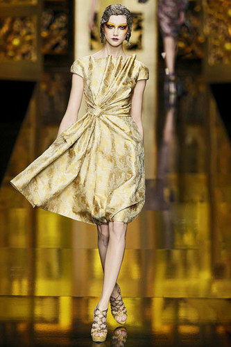 Dior Обои probably containing a мех пальто and a киртл, kirtle entitled Christian Dior Fall 2009 RTW Collection