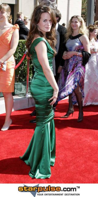 http://images2.fanpop.com/images/photos/8100000/Elizabeth-3-elizabeth-reaser-8117488-321-644.jpg