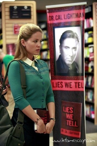 Lie to Me wallpaper possibly containing a newsstand titled Episode 2.01 - The Core Of It - Promotional Photos