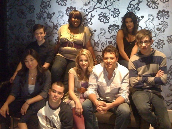 http://images2.fanpop.com/images/photos/8100000/Glee-Cast-MX-Magazine-Photoshoot-IAustralia-Tour-glee-8194025-600-450.jpg