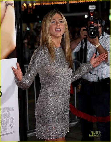 Jennifer @ Love Happens premire