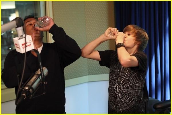Justin Hosting Radio ডিজনি