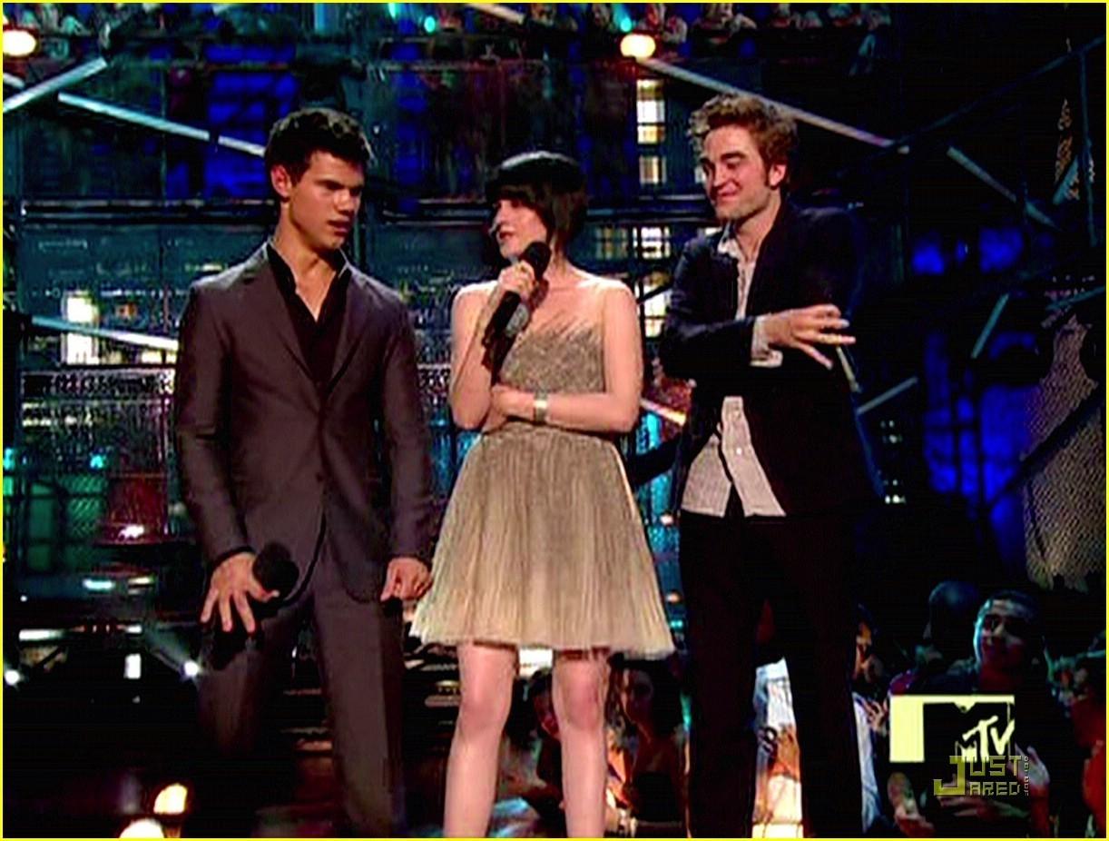 Kristen Stewart, Robert Pattinson, and Taylor Lautner at the VMAs 2009