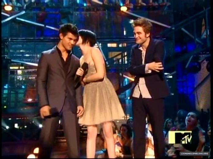 Kristen, Taylor and robert VMA 2009
